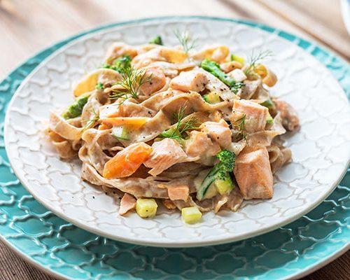 pasta-with-salmon-P784PLF